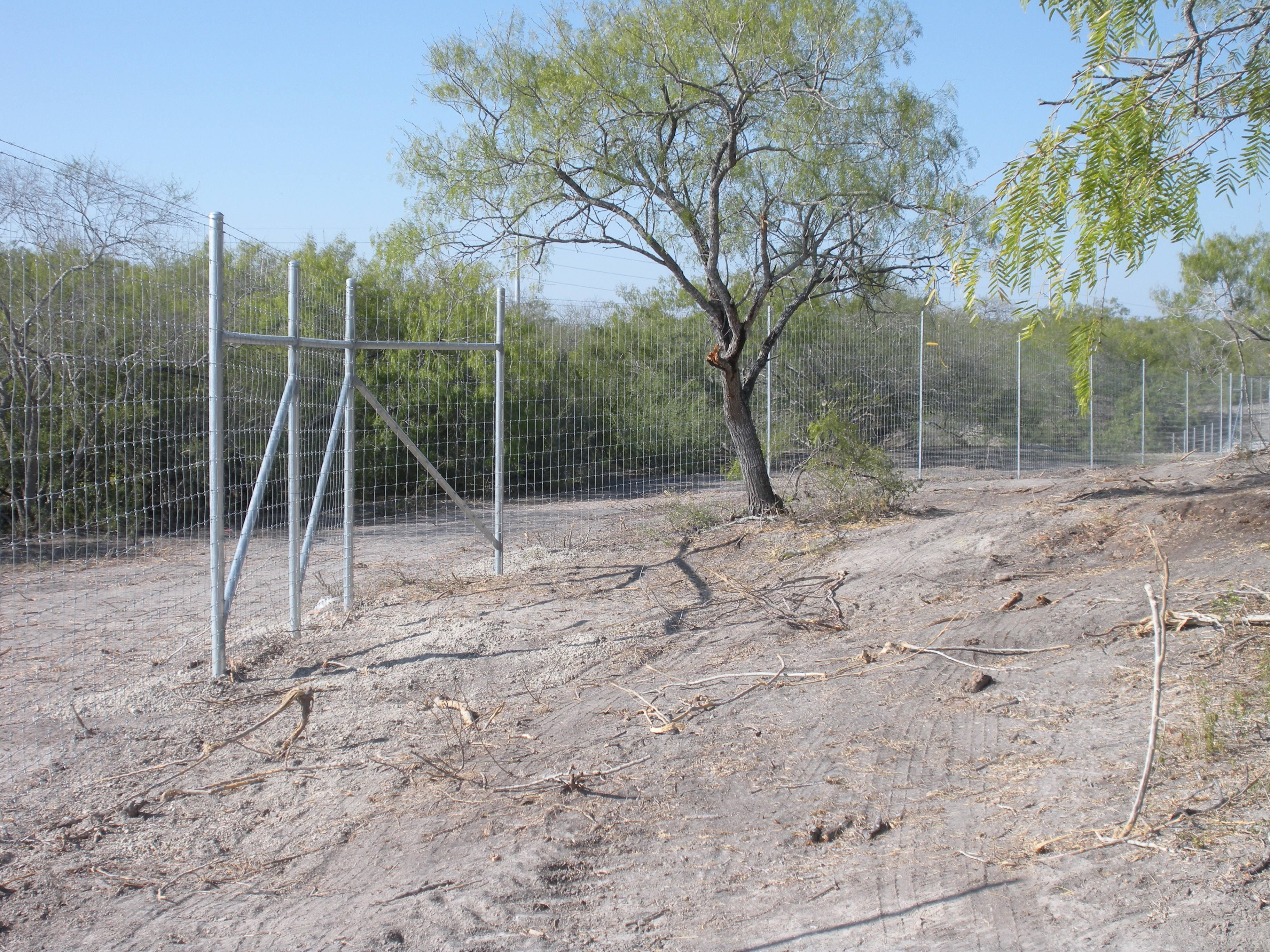 have a ranch fence project need a rustic style fence for your
